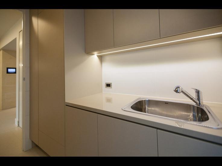 Griscandi iluminaci n de bajo alacena for Luz bajo mueble cocina